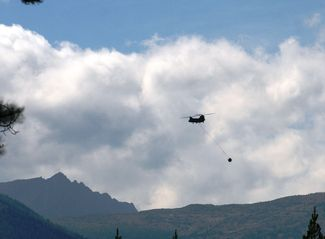 Chinook helicopter fighting fire